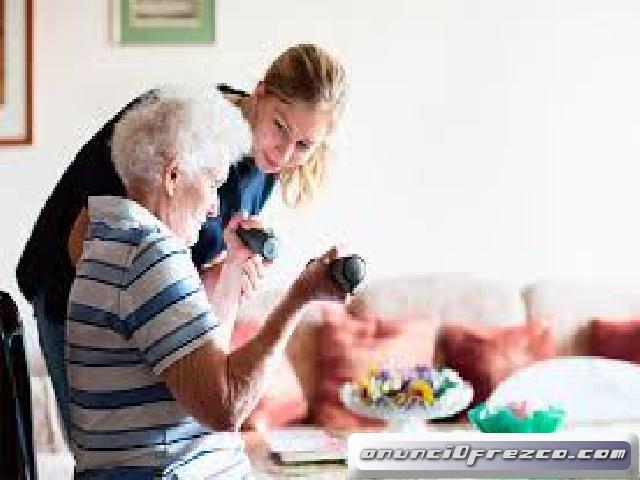 Se busca auxiliares de ayuda a domicilio o atencion sociosanitaria para personas dependientes