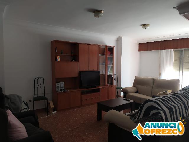 Compartimos una habitación en piso completamente amueblado en el centro de Albacete
