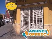 Local : amplia fachada + de 20m